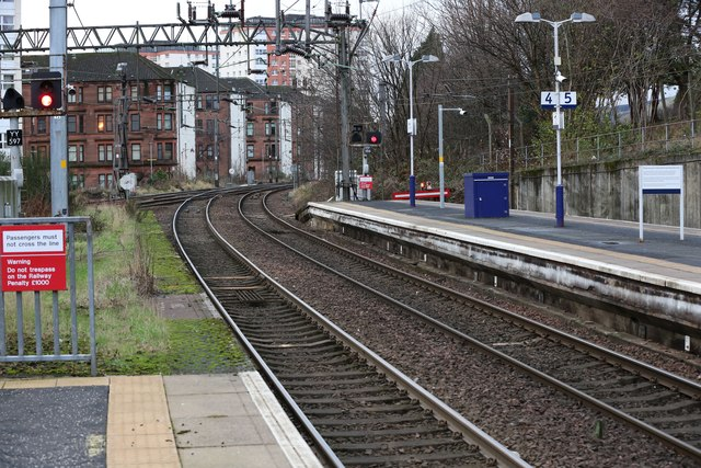 A west view along the platforms at Dalmuir railway station
