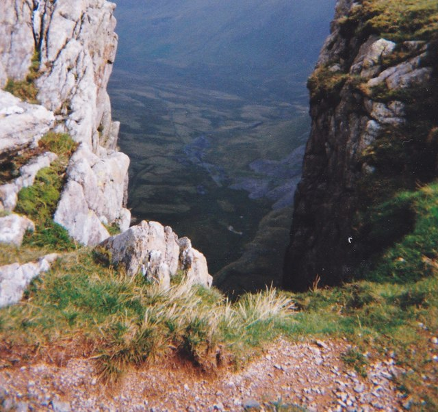 Into the abyss - view through a  gap at the top of Craig yr Ysfa