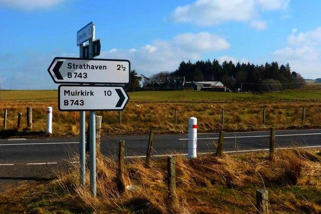 Road signage and East Cauldcoats Farm