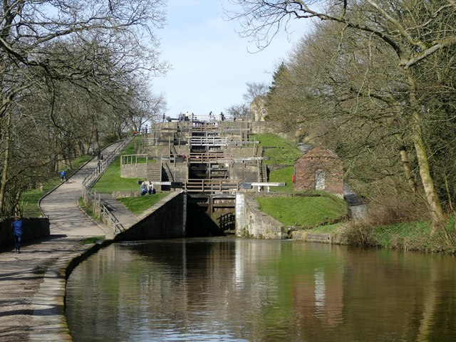 Approaching Bingley 5 Rise Locks
