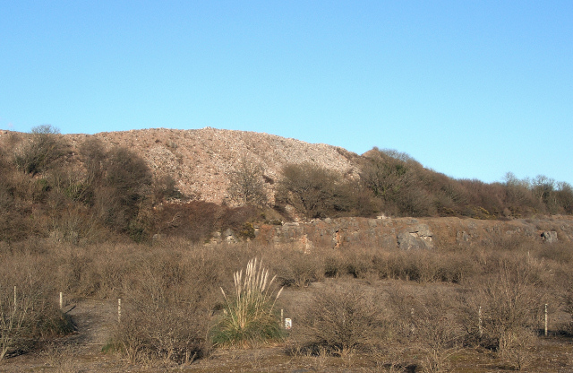 Spoil heap and small quarry face near South Cornelly