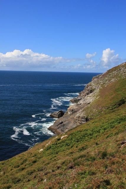 Cliff edge scenery on south slope of Killelan Mountain