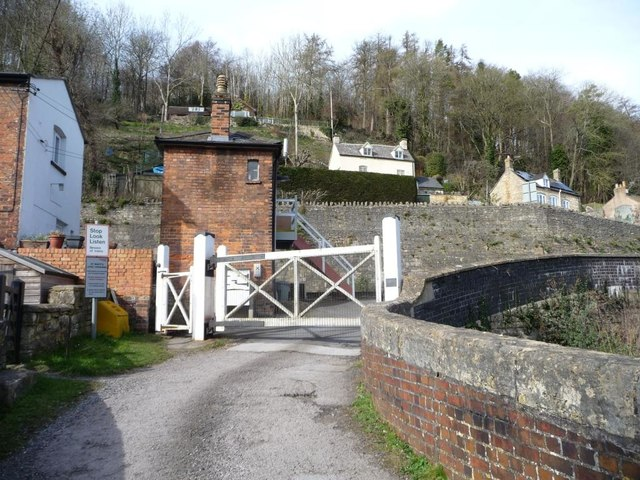 Brimscombe St Mary's level crossing, from the south