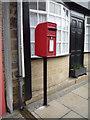 NZ0952 : Elizabeth II postbox on Front Street, Shotley Bridge by JThomas