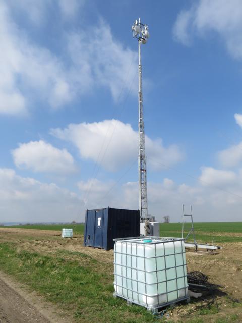 Communications mast near Worlaby