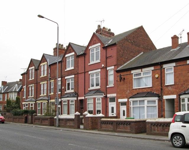 Sutton-in-Ashfield - 3-storey terrace on Kirkby Road