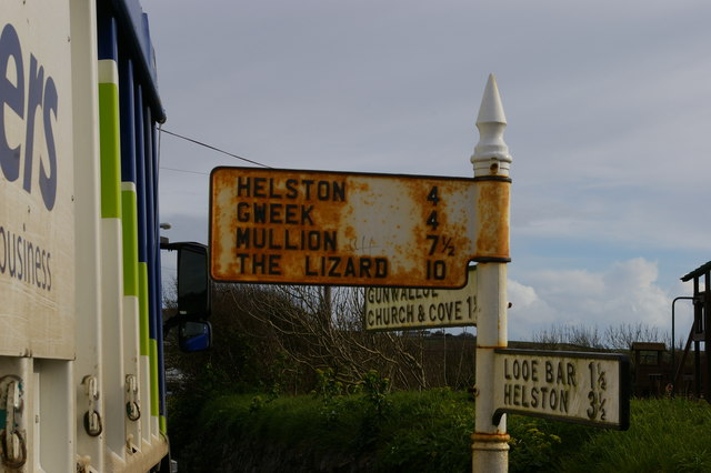 Sign at junction of lanes, Gunwalloe