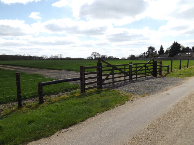 Field entrance off the entrance to Home Farm