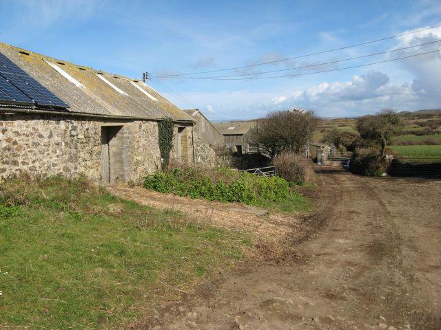 Farmyard bridleway, Tresinwen