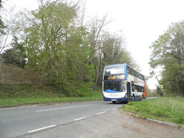 554 bus on New Road, Derry Hill