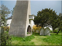 "TQ1289 : ""The coffin above the ground"", Pinner Churchyard by Marathon"