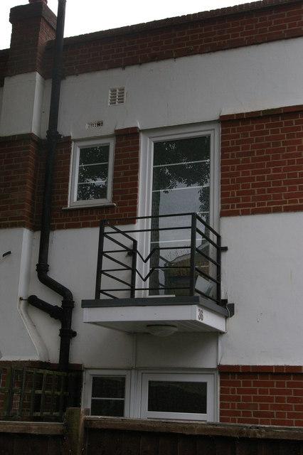 Inter-war housing, Ravensmead Road: detail