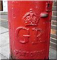 TQ3087 : Cypher, George V postbox on Fairbridge Road by JThomas