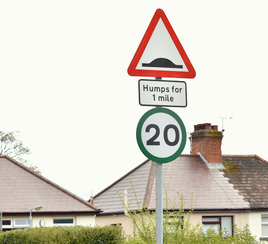20mph speed limit sign, Finaghy, Belfast (May 2016)