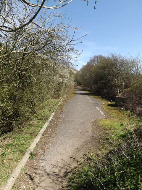 Footpath to Ayot Green Way
