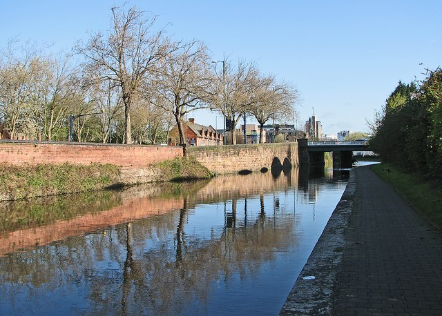 A May morning by the Nottingham Canal