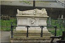 TQ3282 : View of John Bunyan's grave in Bunhill Fields by Robert Lamb