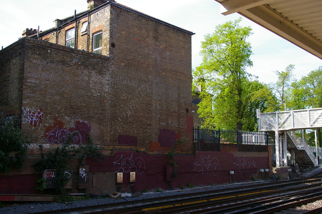 Ghost-sign for Mazawattee Tea, Sydenham station