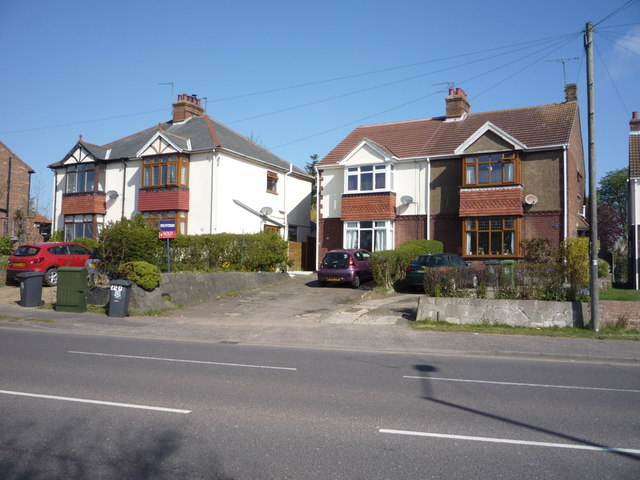 Houses on Beccles Road (A143)