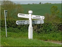 SP8899 : Fingerpost near Bisbrooke by Alan Murray-Rust
