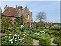 TQ8038 : The white garden at Sissinghurst by Oliver Dixon