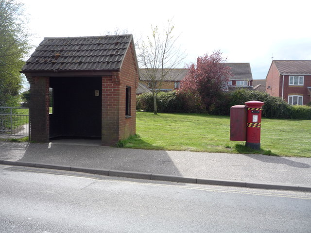 Elizabeth II postbox and bus shelter on Mill Lane