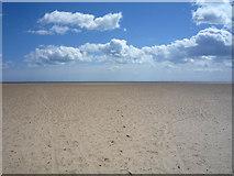 TG5307 : Empty beach, Great Yarmouth by JThomas