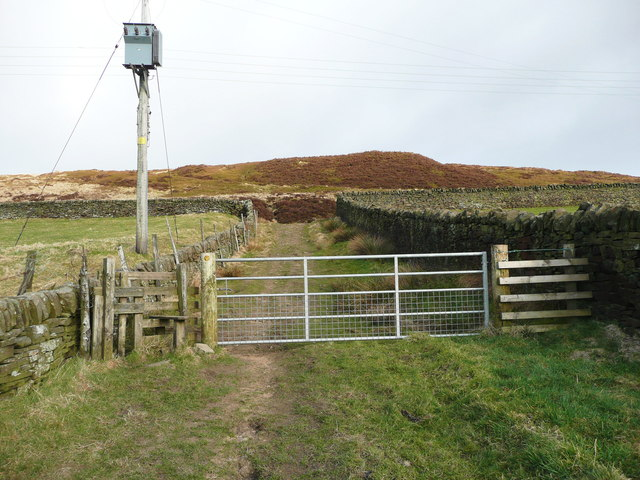 Stile and gate on the Calderdale Way, Wadsworth
