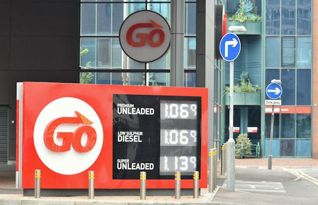 Fuel prices sign, Belfast (28 May 2016)