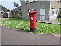 ST3049 : King George V pillarbox on a Burnham-on-Sea corner by Jaggery