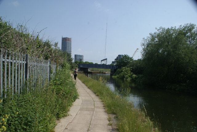 View of the Great Eastern Mainline crossing the River Lea from the River Lea towpath