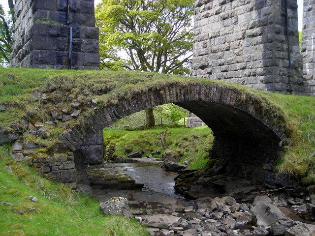 Packhorse bridge beneath the Dent Head Viaduct