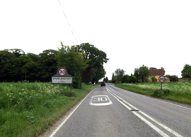 Entering Stowlangtoft on the A1088 Stow Lane
