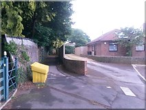 SZ0795 : Northbourne: the dead end of Hill View Road and footpath E41 by Chris Downer