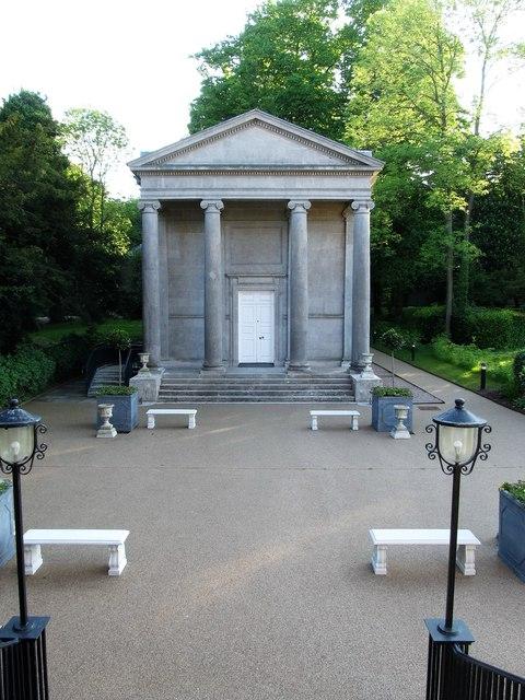 The portico of the Primate's Chapel
