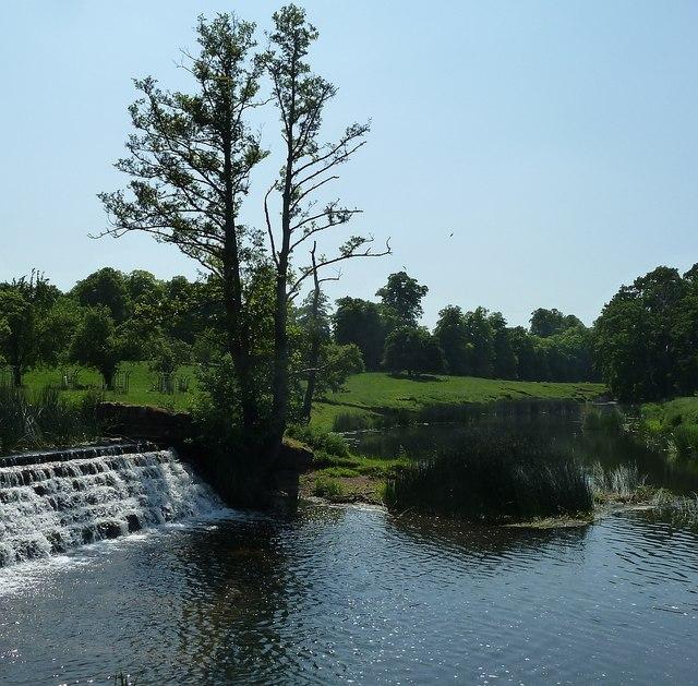 Weir as River Dene joins the Avon at Charlecote