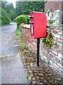 SJ8079 : Elizabeth II postbox outside the Bird in Hand public house by JThomas