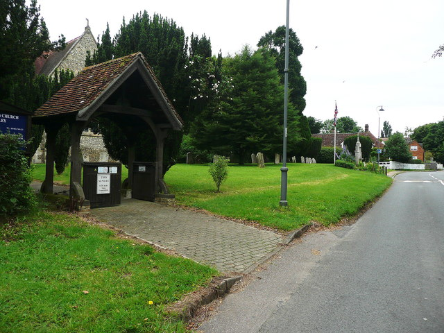 Lychgate and war memorial, West Street, Lilley