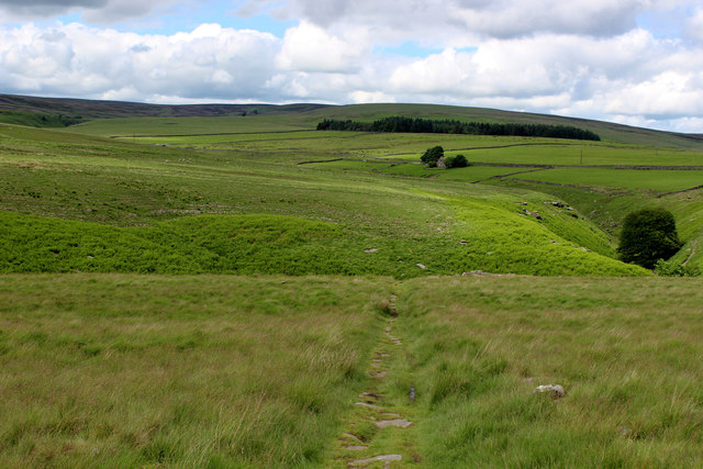 Pennine Way descending towards Graining Water
