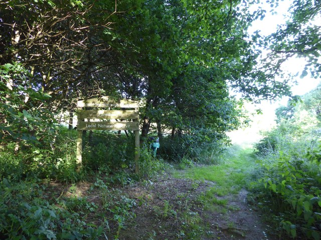 Entry to west side of Ferndown LNR