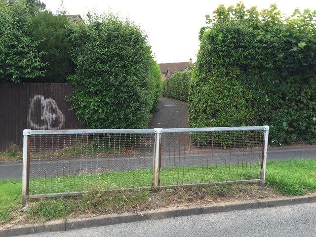 Westbury Park: path between Westbury Road and Oakdale