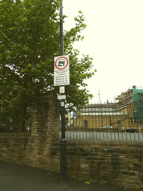 Cycle superhighway, no-parking sign
