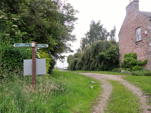 Path signpost at Port Allen