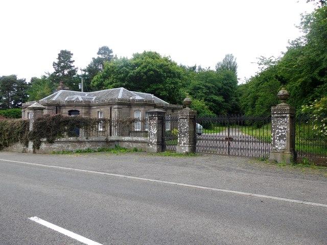 West Lodge, Errol Park