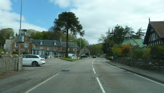 The A9 about to pass the Golspie Inn
