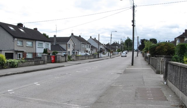 View south along Ard Easmuinn Road