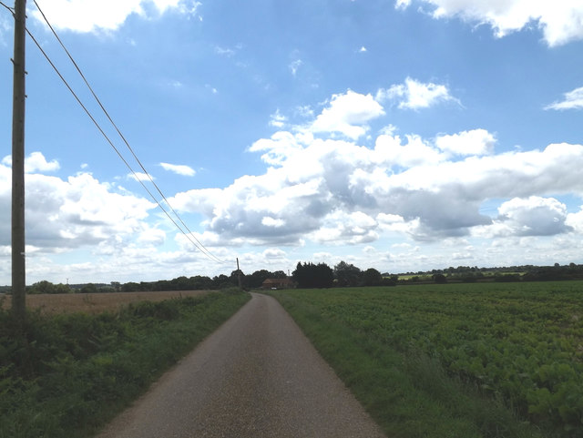 Footpath to the A143 Bungay Road & entrance of Hall Farm
