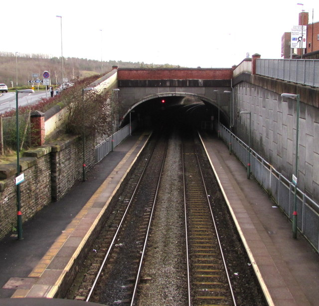 Tunnel at the SE end of Bargoed railway station