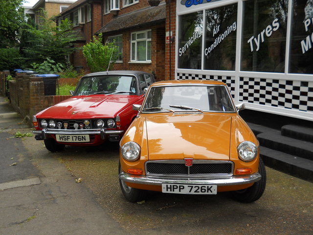 Rover 3500 and MGB cars, Grange Park