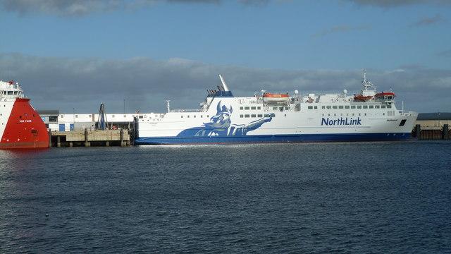 MV Hamnavoe awaiting passengers, Scrabster Harbour